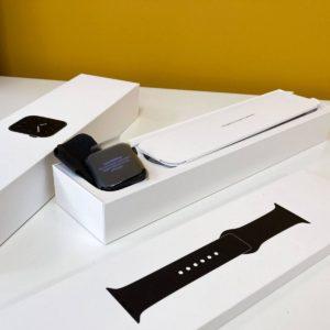 Apple Watch Series 5 44mm Space Gray (с обмена)